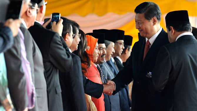 China's Xi holds talks with Malaysia in regional charm offensive