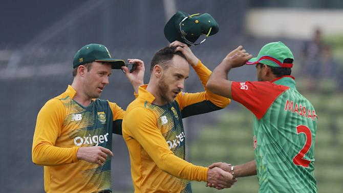 South Africa's captain Faf du Plessis, center, shakes hand with Bangladesh's captain Mashrafe Mortaza, right, as AB de Villiers, left, joins after their win over Bangladesh during their first Twenty20 international cricket Bangladesh in Dhaka, Bangladesh, Sunday, July 5, 2015. South Africa wins by 52 runs. (AP Photo/ A.M. Ahad)