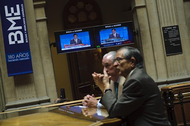 Brokers talk, while screens display Spain&#39;s Prime Minister Mariano Rajoy speech, at the Stock Exchange in Madrid, Monday, May 28, 2012. Shares in Spanish bank Bankia, one of the banks hardest hit by Spain&#39;s real estate collapse over the past four years, fell 28 per cent on opening in Madrid on Monday, the bank&#39;s first day back on the stock exchange following its announcement Friday that it would need Euro 19 billion ($23.8 billion) bailout to bolster its defenses.(AP Photo/Daniel Ochoa de Olza)