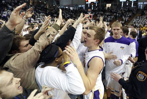 Northern Iowa beats No. 15 Wichita State 57-52