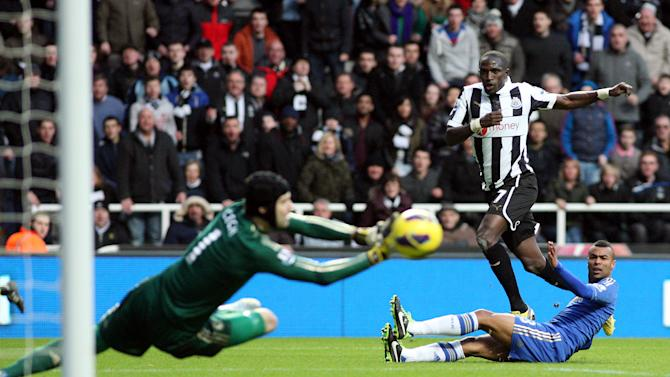 Newcastle United's Moussa Sissoko, center, has his shot saved by Chelsea's goalkeeper Petr Cech, left, during their English Premier League soccer match at St James' Park, Newcastle, England, Saturday, Feb. 2, 2013. (AP Photo/Scott Heppell)