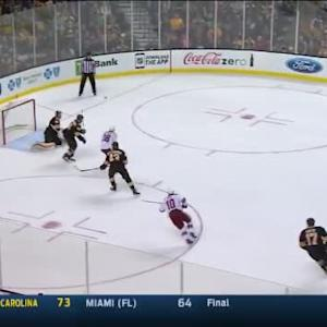 Tuukka Rask Save on David Moss (15:37/1st)