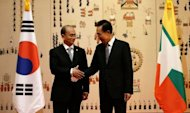 Myanmar&#39;s President Thein Sein (L) shakes hands with South Korean President Lee Myung-bak before their meeting at the presidential Blue House in Seoul. Myanmar&#39;s President agreed with his South Korean counterpart to negotiate an investment guarantee pact, during talks which focused on economic ties
