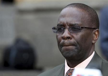 Kenya&#39;s new chief justice Willy Mutunga delivers his speech as he takes office soon after a swearing in ceremony in Kenya&#39;s capital Nairobi June 20, 2011. REUTERS/Noor Khamis
