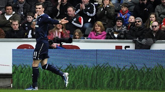 Tottenham Hotspur's Gareth Bale celebrates in front of the Swansea City fans after scoring a goal during their English Premier League soccer match at the Liberty Stadium in Swansea, March 30, 2013. (Reuters)