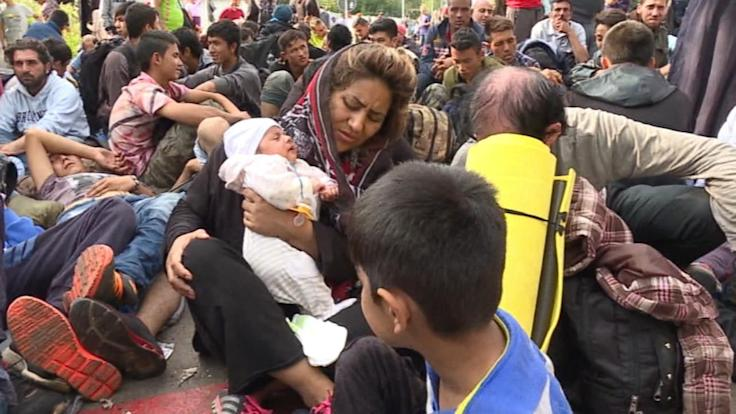 Hungary Declares State of Emergency, Closes Borders to Refugees
