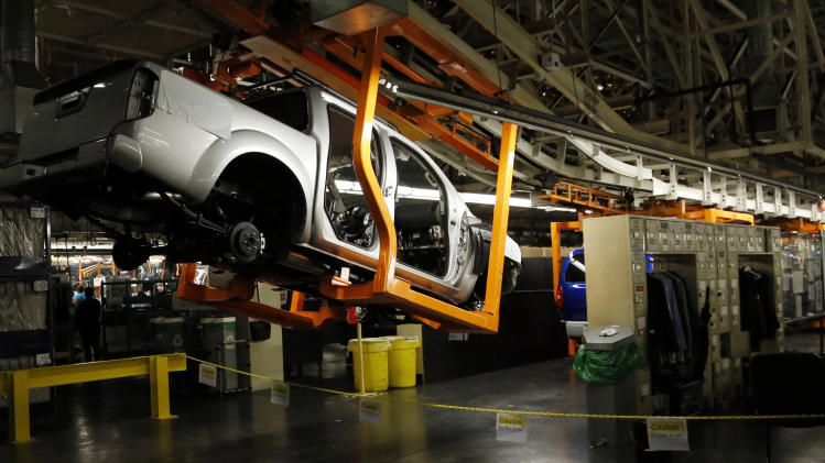 US factory output falls on weak auto production
