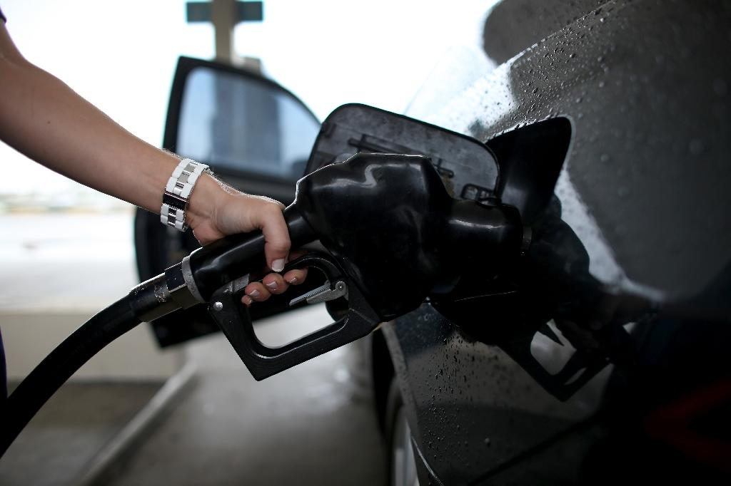 US oil prices shrug off jump in crude stocks