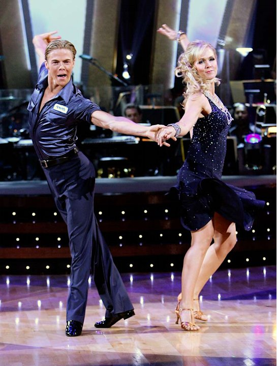 Derek Hough and Jennie Garth perform a dance in the 5th season of Dancing with the Stars.