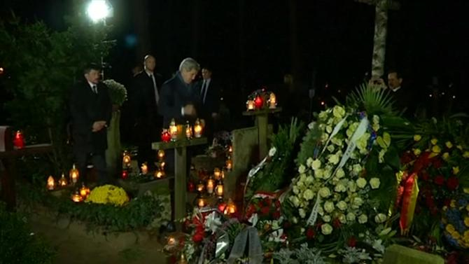 Kerry begins visit to Poland at grave of former prime minister