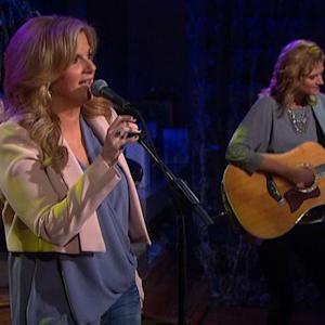 """The Talk - Trisha Yearwood Performs """"Prizefighter"""""""