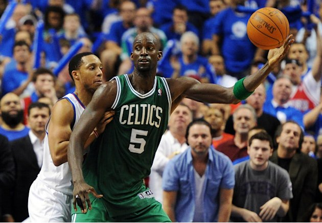  Kevin Garnett #5 Of The Boston Celtics Catches Getty Images