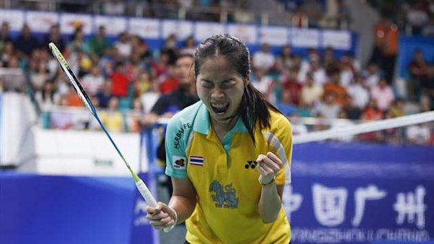 Thailand's Ratchanok Intanon cries after defeating China's Li Xuerui during their women's singles final match at the 2013 Badminton World Championships in Guangzhou, Guangdong province August 11, 2013 (Reuters)