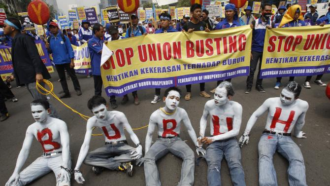 """Indonesian workers with their faces and bodies painted in white and an Indonesian word """"Buruh"""" that means """"Workers"""" in red take part in a rally commemorating May Day in Jakarta, Indonesia, Wednesday, May 1, 2013. (AP Photo/Achmad Ibrahim)"""