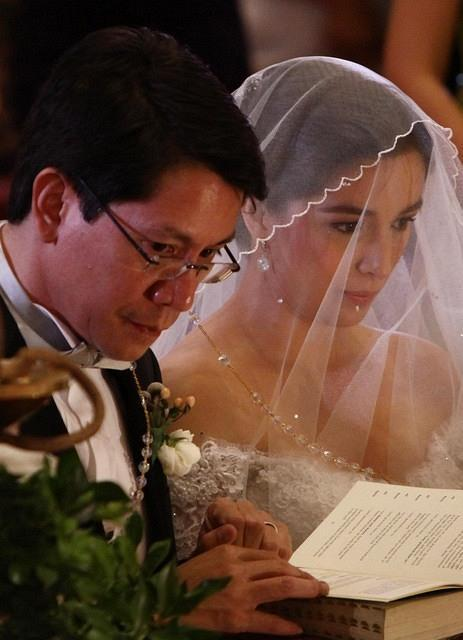 Roman Romulo and Shalani Soledad's wedding ceremony. (Mike Alquinto, NPPA Images)