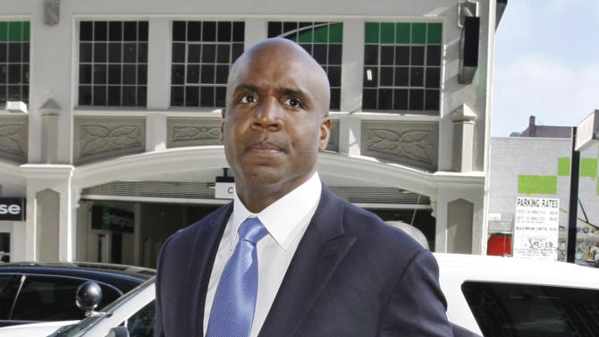 Former San Francisco Giants slugger Barry Bonds arrives for a hearing about his perjury trial at the federal courthouse in San Francisco, Thursday, June 23, 2011.  (AP Photo/Paul Sakuma)