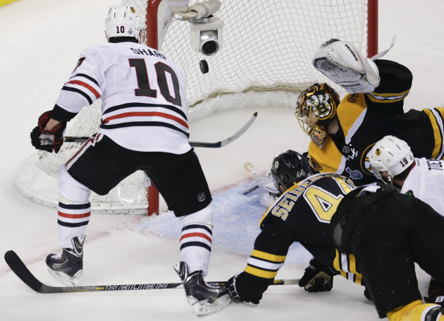 Rask finally has rough game, Blackhawks tie series