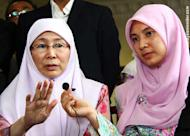 Klip video: Keluarga pertahan Anwar, dakwa 'taktik politik lucah Umno-BN'