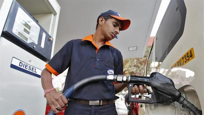 A worker fills diesel in a vehicle at a fuel station in Ahmedabad January 17, 2013. REUTERS/Amit Dave