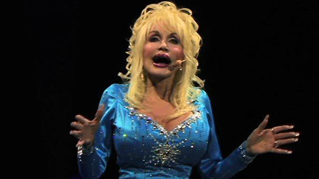 Dolly sings 'I Will Always Love You'