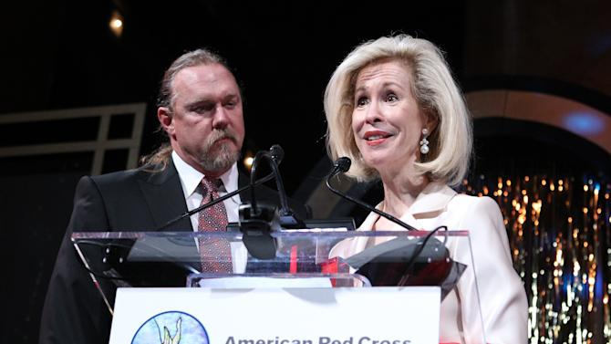 Country music star Trace Adkins, left, receives the American Red Cross Crystal Cross Award for his support of the Red Cross from Bonnie McElveen-Hunter, Chairman of the American Red Cross, at the National Building Museum on Saturday, May 18, 2013 in Washington, D.C. (Paul Morigi/AP Images for American Red Cross)