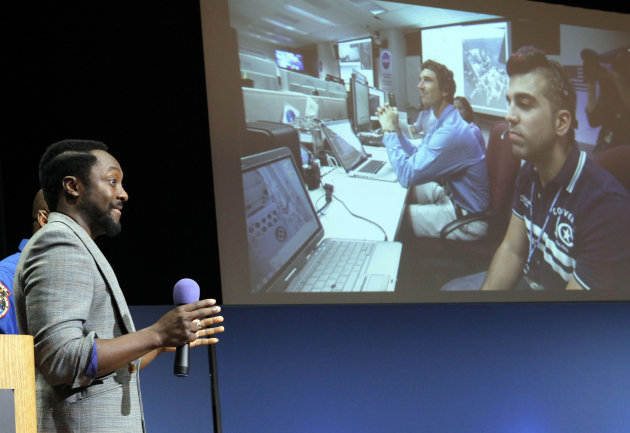 "Will.I.Am, with Black Eyed Peas, speaks at Nasa's Jet Propulsion Laboratory Tuesday Aug. 28, 2012, in Pasadena, Calif. The NASA rover Curiosity beamed to Earth his new song ""Reach for the Stars"" on Tuesday in the first music broadcast from another planet, to the delight of students who gathered at the Jet Propulsion Laboratory to listen. Earlier, engineers uploaded the song to the rover, which landed near the equator of Mars, and played it back _ a journey of some 700 million miles. (AP Photo/Nick Ut)"