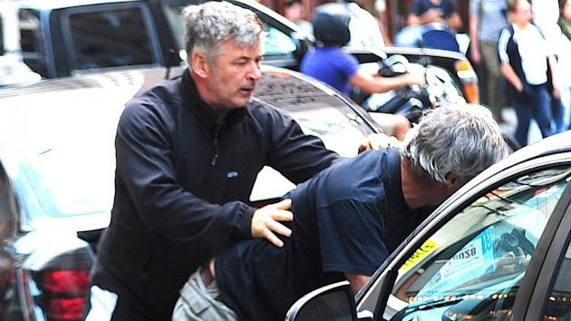 Alec Baldwin Involved in Paparazzi Altercation (ABC News)