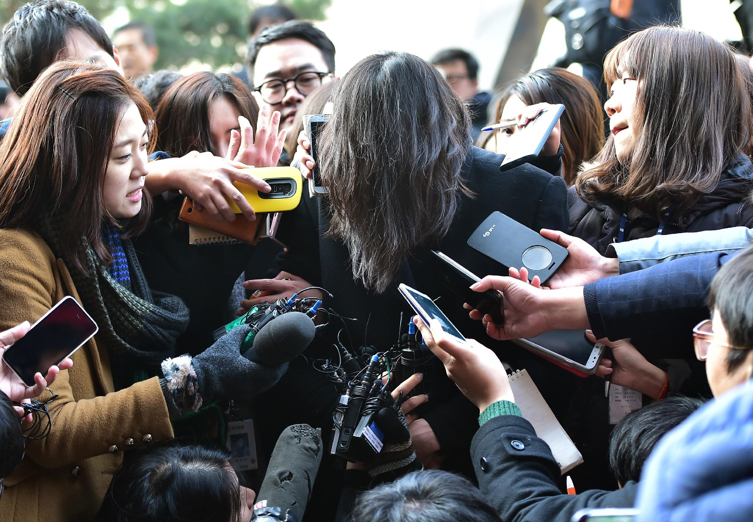 Korean Air boss apologises in court for daughter's 'nut rage'