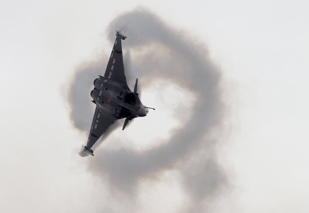 A French Rafale-2 jet fighter performs during its demonstration flight at the 49th Paris Air Show at le Bourget airport, east of Paris, Tuesday June 21, 2011. (AP Photo/Francois Mori)