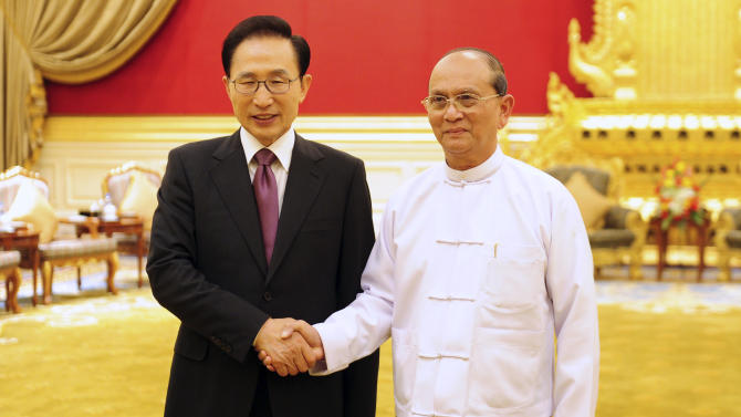 In this photo taken Monday, May 14, 2012, South Korean President Lee Myung-bak, left, shakes hands with his Myanmar counterpart Thein Sein prior to a meeting at the presidential house in Naypyitaw, Myanmar. (AP Photo/Yonhap, Kim Byung-man) KOREA OUT