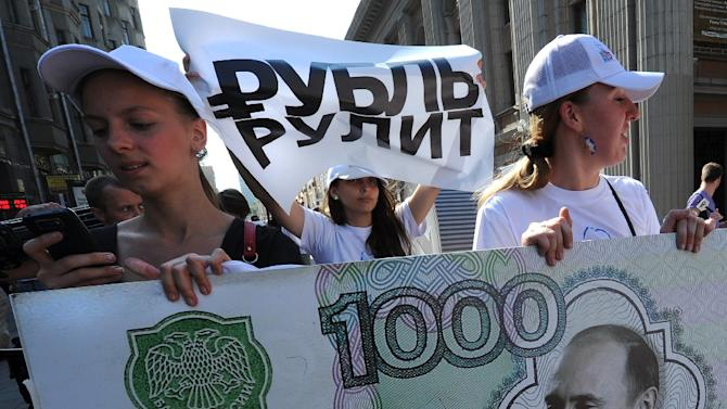 Russia will cut spending by 10% this year as oil prices slump to new lows