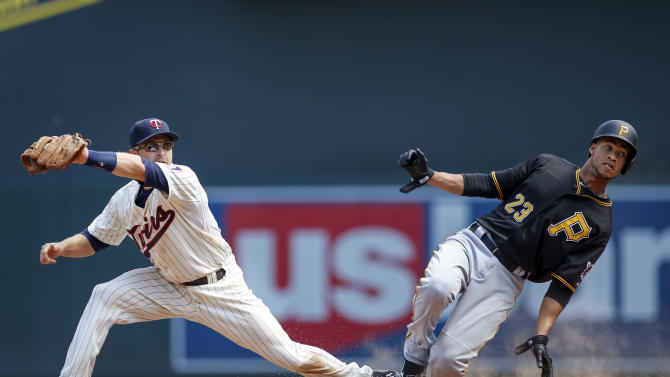 Pittsburgh Pirates' Pedro Florimon (23) beats the throw to Minnesota Twins second baseman Brian Dozier, left, on a single by shortstop Jung Ho Kang in the ninth inning of a baseball game Wednesday, July 29, 2015, in Minneapolis. The Pirates won 10-4. (AP Photo/Bruce Kluckhohn)