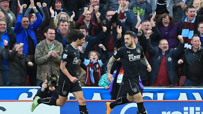 Burnley's Danny Ings, right, celebrates scoring his first goal during their English Premier League soccer match against Stoke City at the Britannia Stadium, Stoke-on-Trent, England, Saturday, Nov. 22, 2014. (AP Photo/Lynne Cameron, PA Wire)    UNITED KINGDOM OUT    -   NO SALES     -    NO ARCHIVES