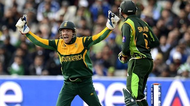 South Africa's AB de Villiers celebrates against Pakistan (Reuters)