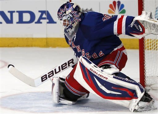 Lundqvist shuts out Predators, Rangers win 3-0