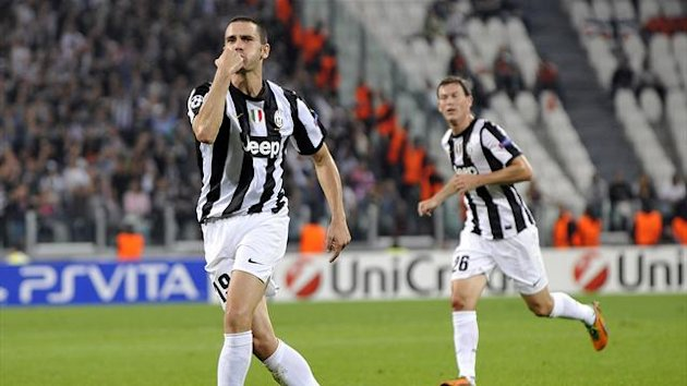 Juventus&#39; Leonardo Bonucci (L) celebrates after scoring against Shakhtar Donetsk during their Champions League soccer match at the Juventus stadium in Turin October 2, 2012