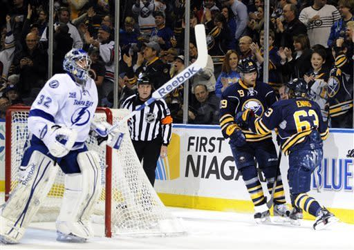 Enroth, Sabres stay hot in 3-1 win over Lightning