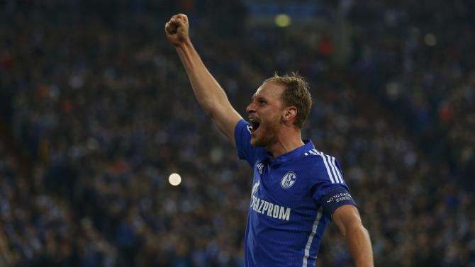 Schalke 04's Hoewedes celebrates his goal against Sporting during their Champions League group G soccer match in Gelsenkirchen