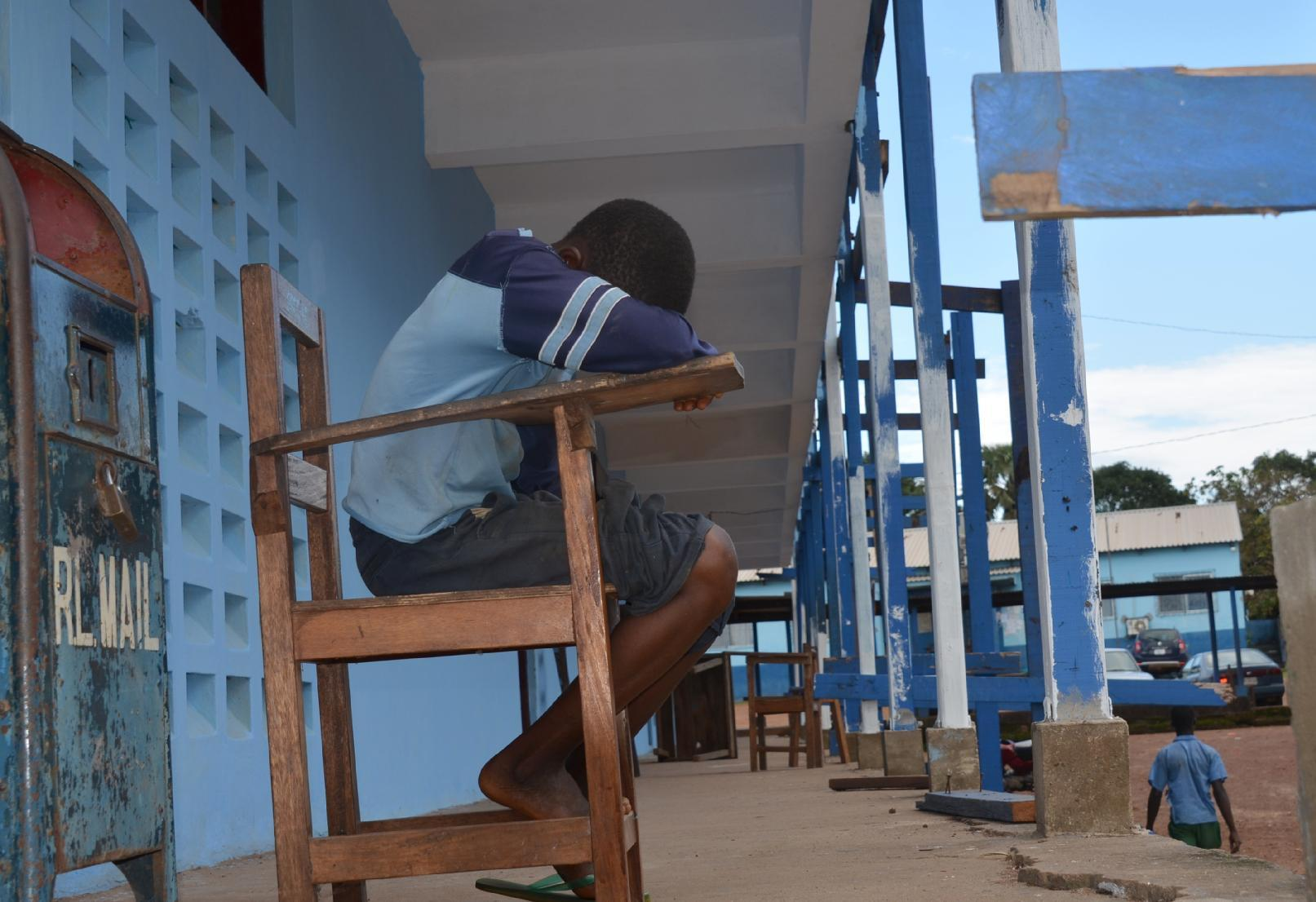 Ebola-hit Liberia delays school reopening