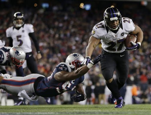 Flacco throws TDs to Bolden, Ravens up 28-13
