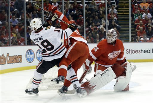 Red Wings top Blackhawks 2-0, take 3-1 series lead