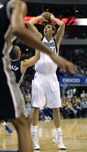 Big 3 help Spurs send Mavs to sixth straight loss