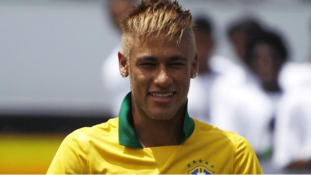 South American Football - Santos accept bids for Neymar, Barca and Real battle for starlet