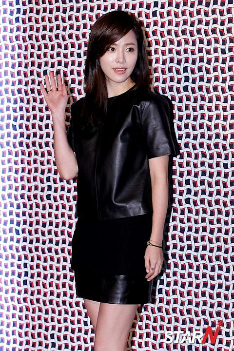 Han Ji Min participated in a fundraising event in Myungdong