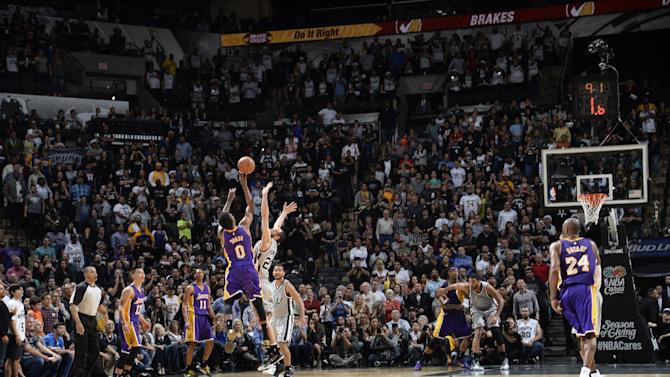 Kobe, Lakers beat Spurs in OT on Young's 3