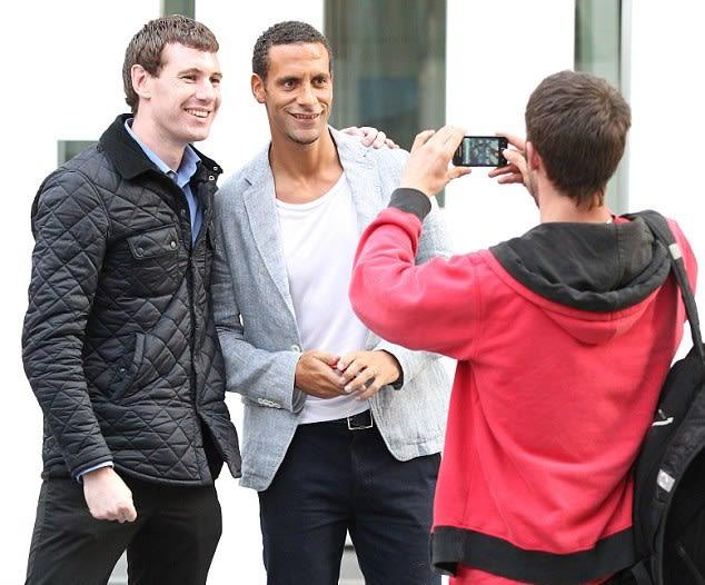 صراع بالأناقة والجمال بين صديقات لاعبي مانشستر يونايتد 4-jpg_061450