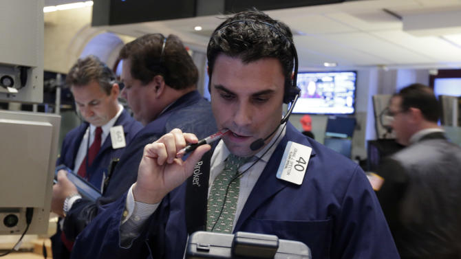 Stock market falls, hurt by technology companies