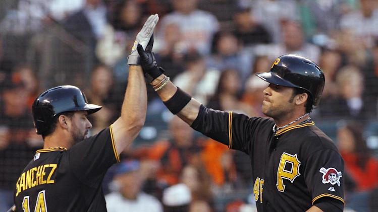 Pirates come out swinging, beat Giants 10-5