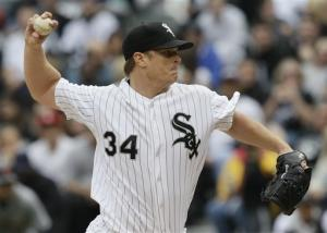 Floyd pitches six scoreless for White Sox in win