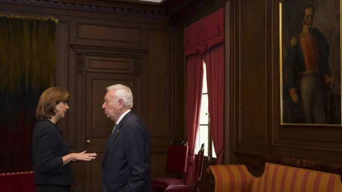 Colombia's Foreign Minister Holguin speaks with Spanish Foreign Minister Garcia-Margallo during a meeting at San Carlos palace in Bogota